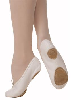 The model has a U-shaped medium vamp and split leather sole.